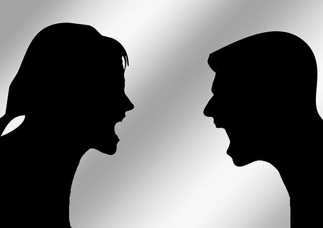 Keine Achtsamkeit, Streit Mann und Frag